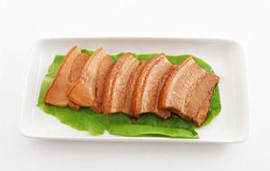 郷土料理をテーマにラフテー(豚の角煮)