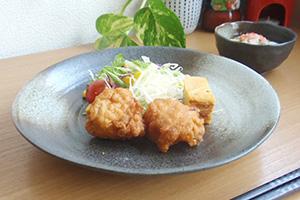 黒は和食が映えるので、お正月料理を盛り付けるのにピッタリ。