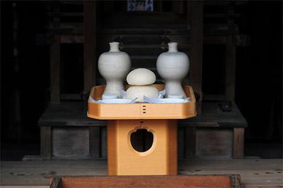 「節日」に宮中行事を行い御節供(おせちく)という料理を 神様にお供えする習慣が中国から伝わったことが由来です。